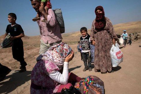 Alcuni dei migliaia di siriani che hanno attraversato in Iraq del nord alla frontiere di  Sahela il 22 agosto 2013. Credit Lynsey Addario for The New York Times