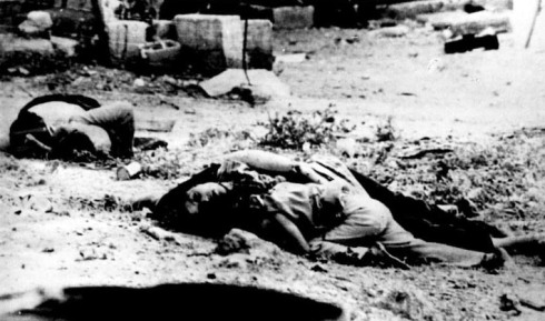 profughi siriani massacrati in 1976 in Tel el-Zaatar, con l'aiuto delle forze di Hafez Al-Assad
