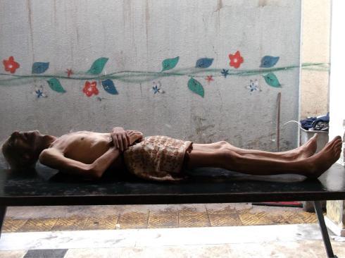 Assediere ed Affamare, la strategia del regime.
