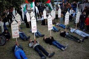 Ragazzi palestinesi in solidarietà con Yarmouk